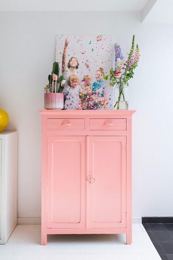 decoração com armário rosa pastel Foto Apartment Therapy