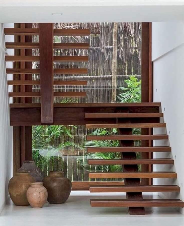decoração com escada de madeira interna em U Foto Conexão Decor