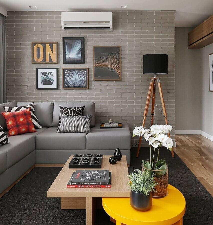 decoração com luminárias de piso para sala de estar cinza moderna Foto Jeito de Casa
