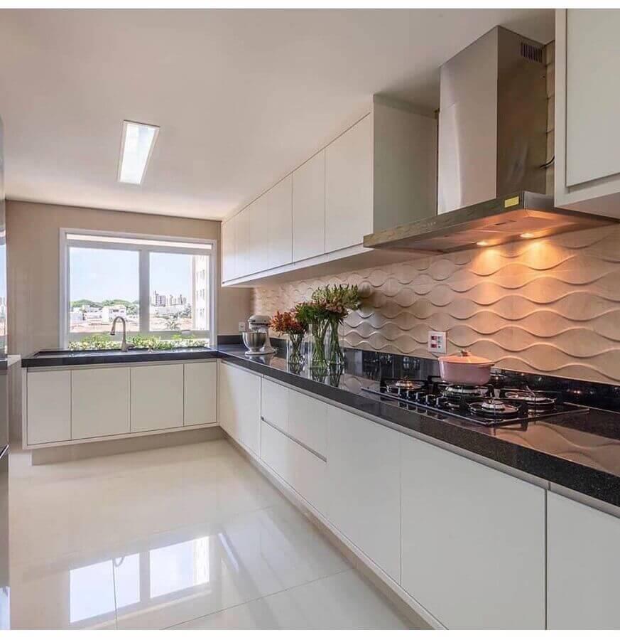 decoração com revestimento 3D e armário branco de cozinha Foto Pinterest