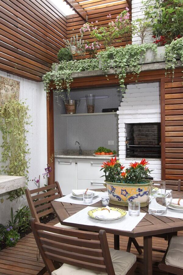 decoração de área gourmet externa com detalhes em madeira Foto Pinterest