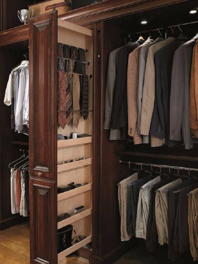 decoração de armário closet amadeirado Foto Pinterest