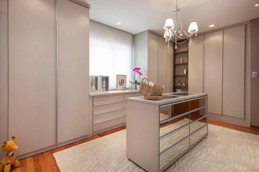 decoração de armário tipo closet planejado com ilha espelhada Foto Arquitetura 8