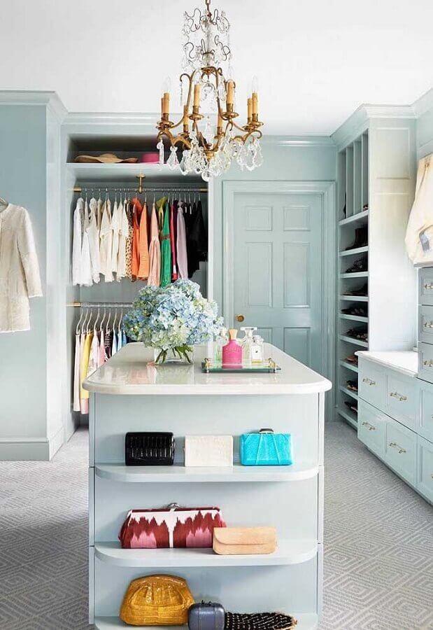decoração de closet com lustre de teto Foto Pinterest