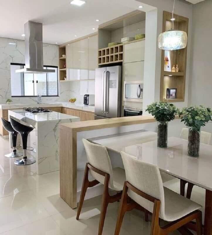 decoração de cozinha americana com ilha de mármore e sala de jantar integrada Foto Pinterest