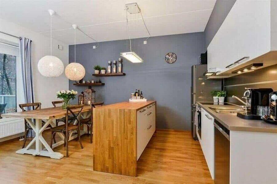 decoração de cozinha americana com sala de jantar com mesa e bancada de madeira Foto Wood Save