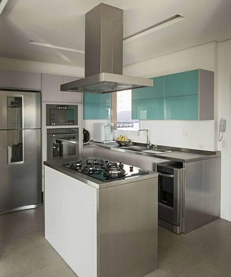 decoração de cozinha planejada cinza com armário suspenso verde água Foto Pinterest