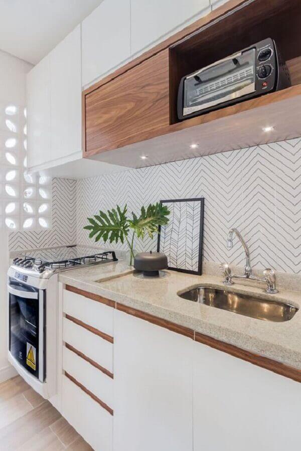 decoração de cozinha planejada com armário branco com madeira Foto Editions de l'Arkhan
