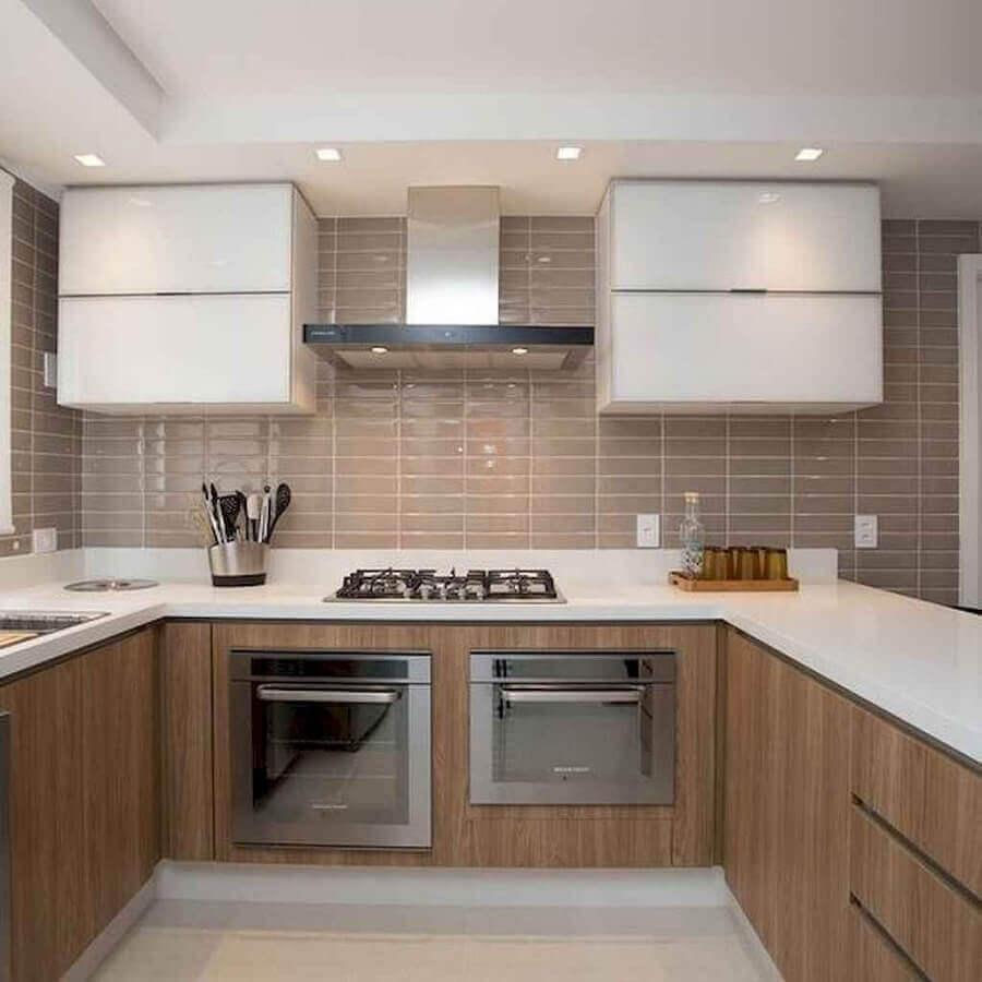 decoração de cozinha planejada em U com armário aéreo branco Foto Pinterest