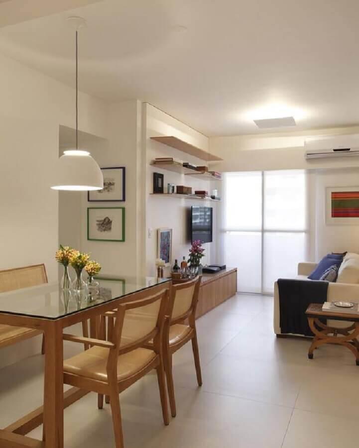 decoração de sala de apartamento com mesa de vidro e cadeiras de madeira Foto Dicas de Mulher