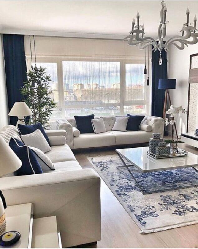Decoração clássica para sala de apartamento azul e branco