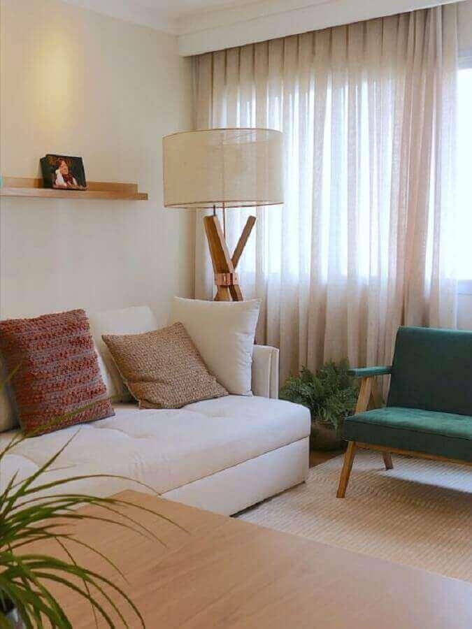 decoração em cores claras com luminárias de piso para sala de estar Foto Comparato Arquitetura