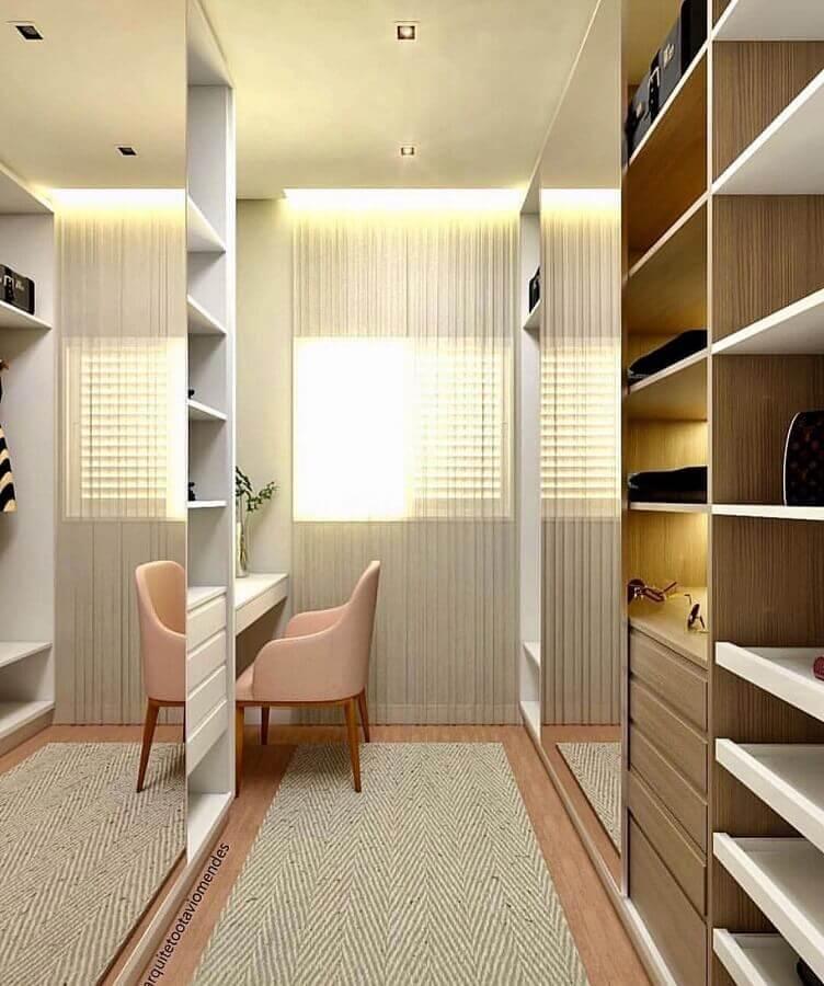 decoração em cores claras para armário closet com portas espelhadas Foto Dicas de Mulher