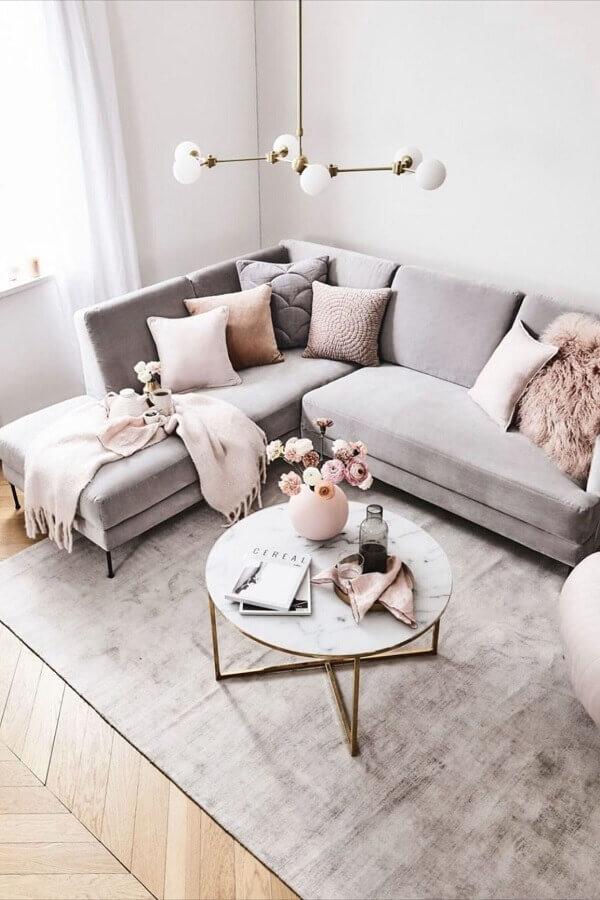decoração minimalista com luminária de teto para sala de estar Foto Decoholic