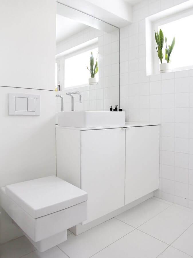 decoração minimalista para banheiro com armário branco Foto Pinterest