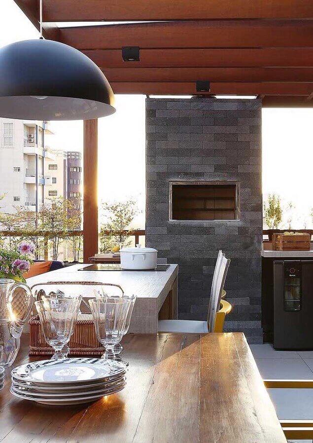 decoração moderna de área gourmet com churrasqueira Foto Pinterest