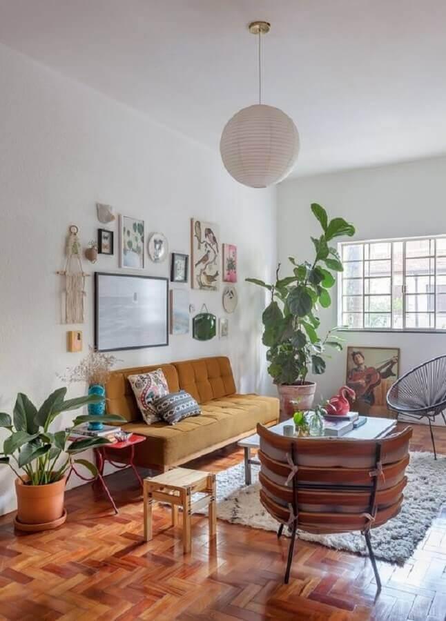decoração simples com luminária de teto para sala de estar Foto Histórias de Casa