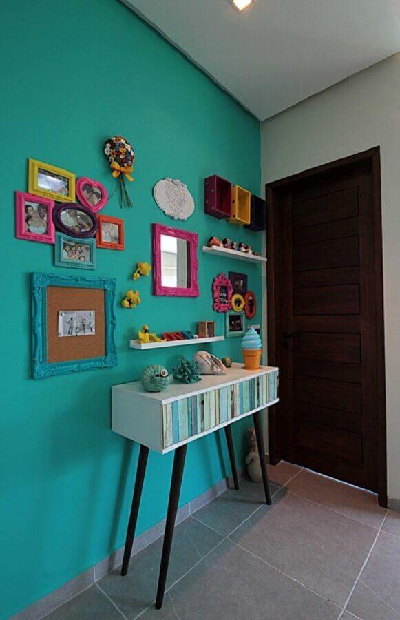 decoração simples para hall de entrada com parede verde piscina Foto Homify