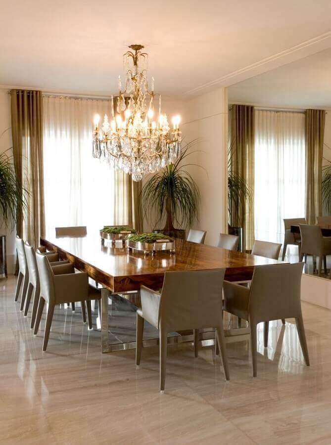 decoração sofisticada em cores neutras com lustre de teto para sala de jantar Foto Pinterest