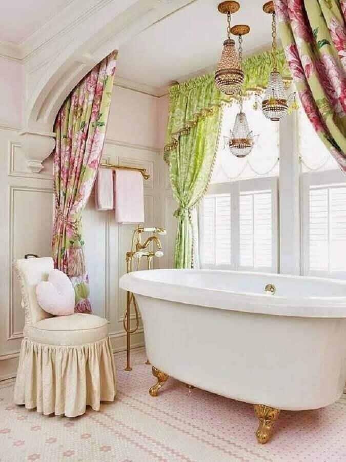 decoração vintage com lustres para teto de banheiro Foto Decore com Gigi