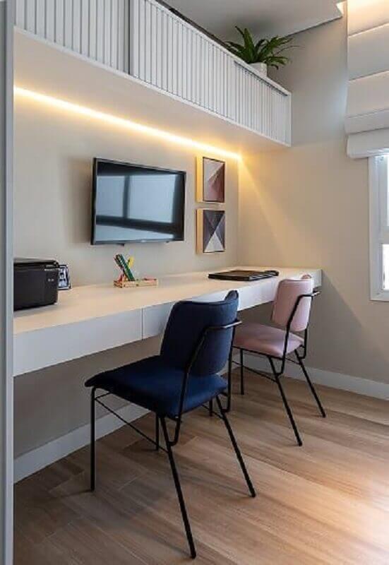 home office decorado com armário suspenso  Foto Marina Carvalho Arquitetura
