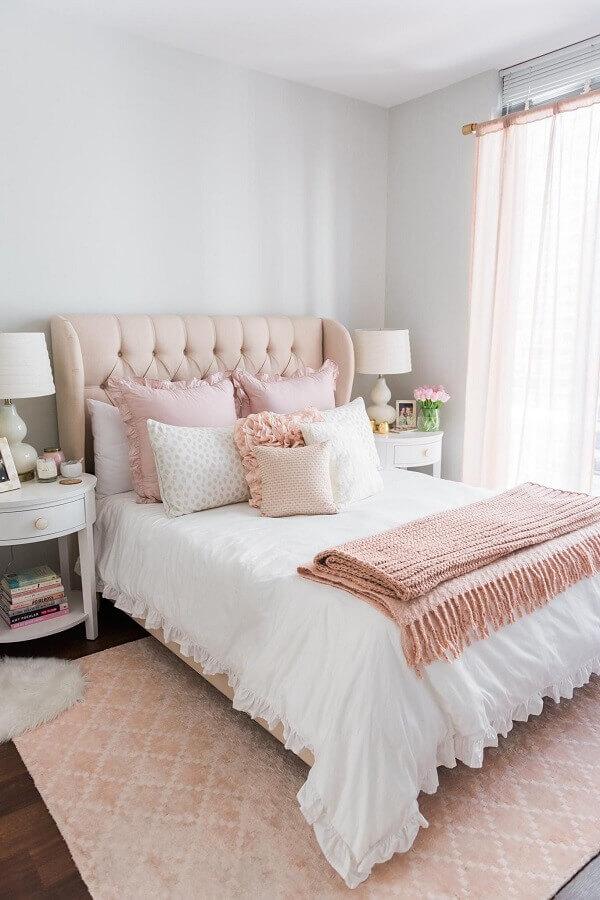 ideias para decorar quarto branco e rosa com cabeceira capitonê Foto Home Fashion Trend