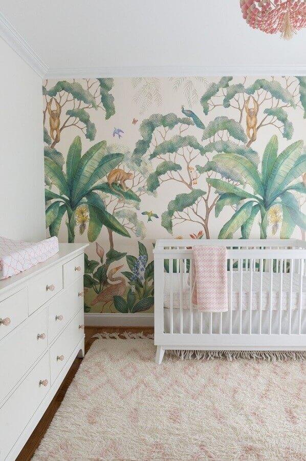 ideias para quarto de bebê todo branco decorado com papel de parede de folhagens Foto Houzz