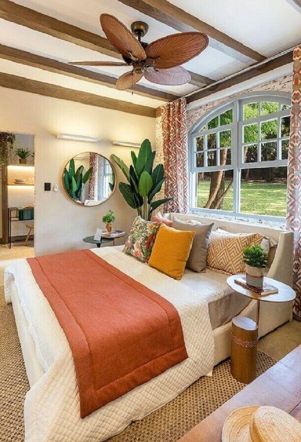 ideias para quarto de casal decorado com vasos de plantas e espelho redondo Foto Casa de Valentina