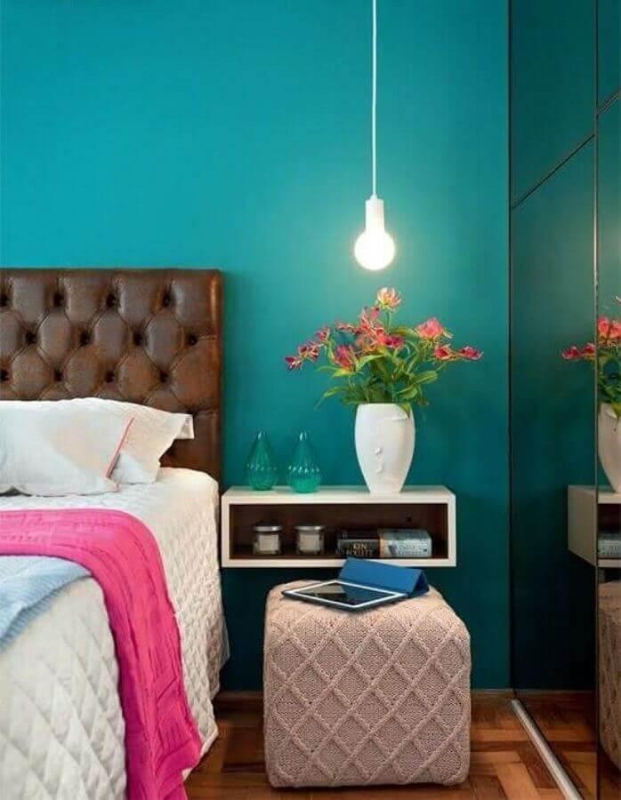 ideias para quarto decorado com cabeceira marrom e parede azul Foto Pinterest
