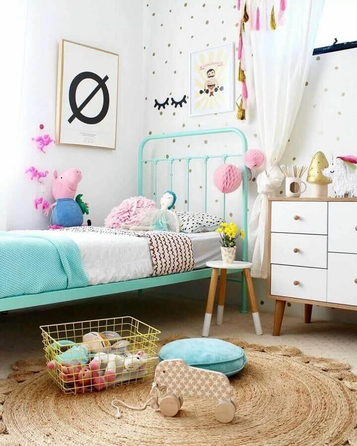 ideias para quarto infantil decorado com cama verde água e tapete redondo sisal Foto Últimas Decoração