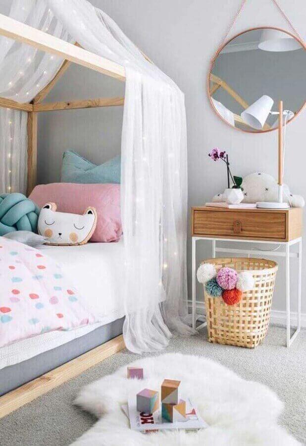 ideias para quarto infantil decorado com espelho redondo e cama casinha Foto Home Fashion Trend
