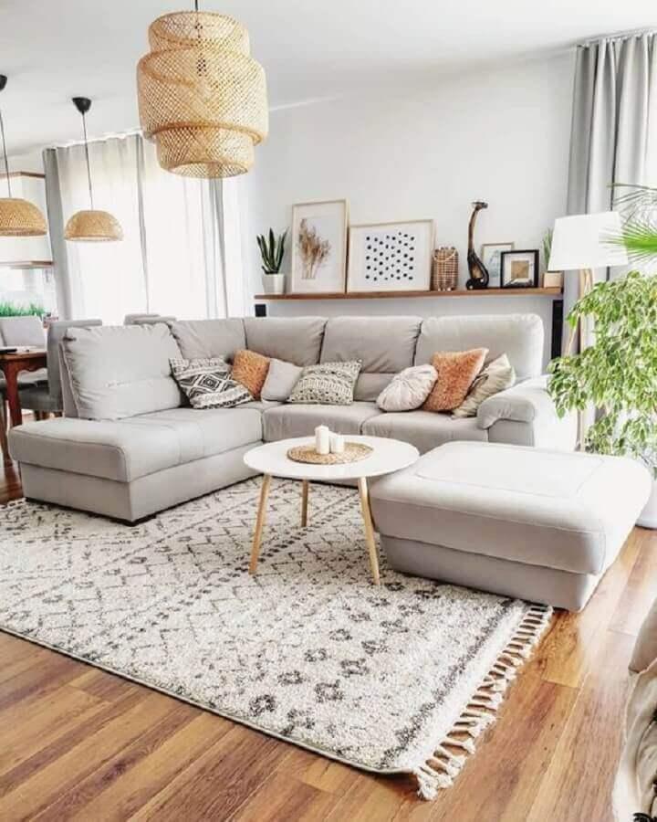 luminária de teto rústica para sala de estar decorada com sofá de canto Foto Etsy
