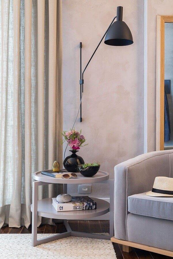 luminária para sala de estar cinza decorada com parede de cimento queimado Foto Casa de Valentina