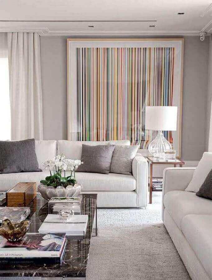 luminária para sala de estar moderna decorada em cores claras com quadro grande Foto Pinterest