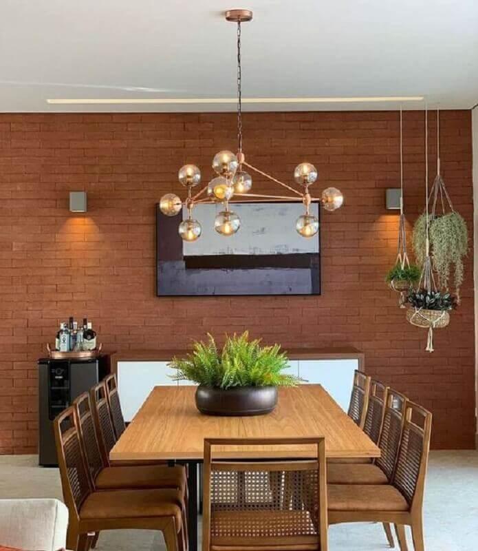 luminária pendente moderna para sala de jantar decorada com parede tijolinho Foto The Local Project