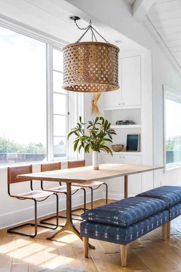luminária pendente redonda de madeira para decoração de sala de jantar Foto Pinterest