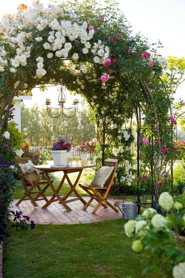 Ideias para mesa de jardim com arco de flores