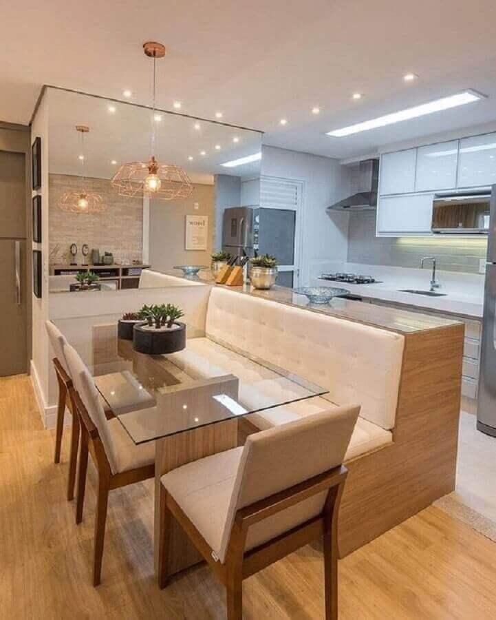 mesa de vidro com banco estofado para decoração de cozinha americana integrada com sala de jantar Foto Pinterest