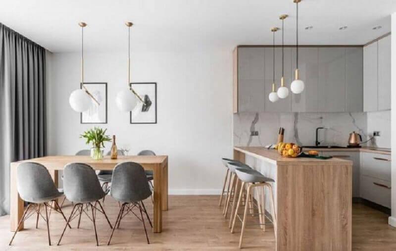 mesa e bancada de madeira para decoração de cozinha americana integrada com sala de jantar Foto Panorama Móveis