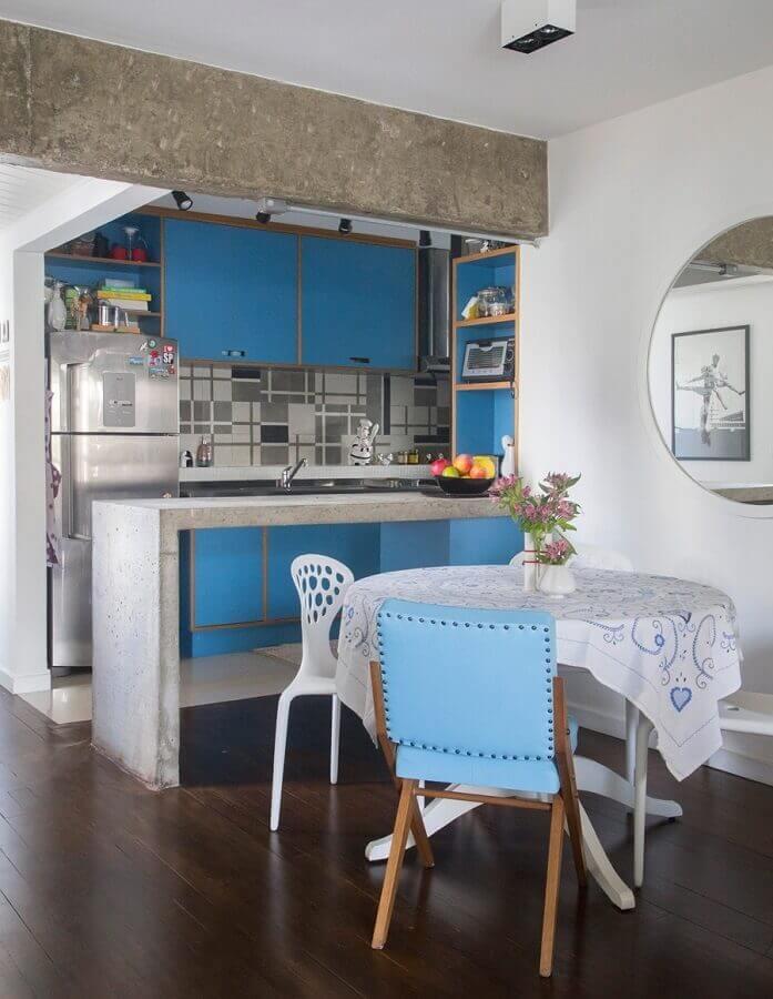 mesa redonda pequena para decoração de cozinha americana com sala de jantar simples Foto Marcela Madureira