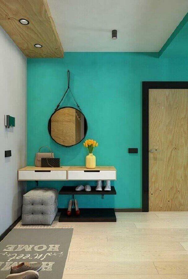 parede verde piscina para hall de entrada decorado com espelho redondo Foto Jeito de Casa