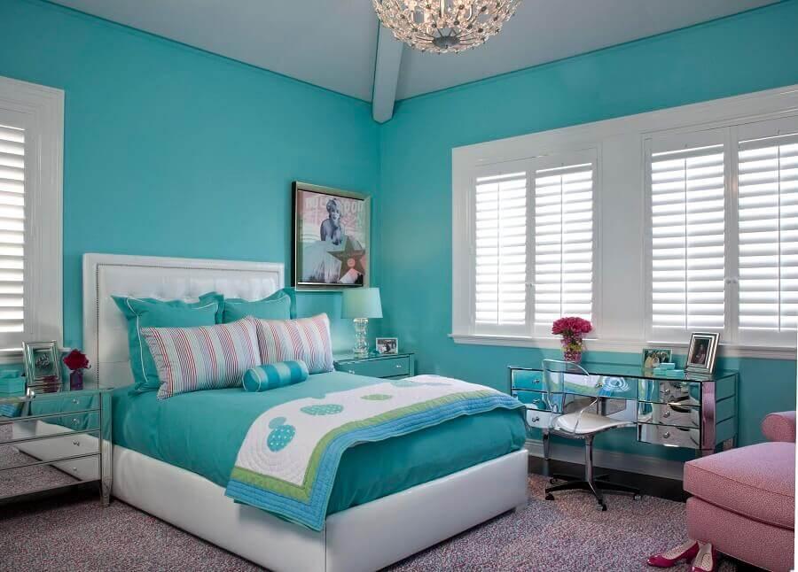parede verde piscina para quarto decorado com penteadeira espelhada Foto Houzz