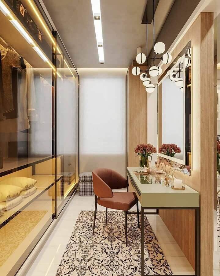 penteadeira para armário closet moderno decorado com portas de vidro Foto Decor Salteado