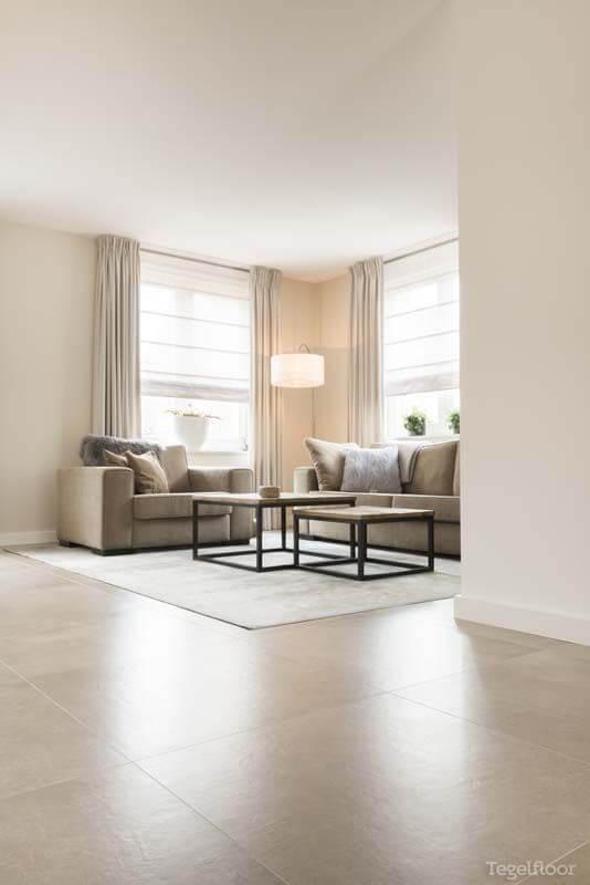 Piso de porcelanato acetinado para sala de estar moderna