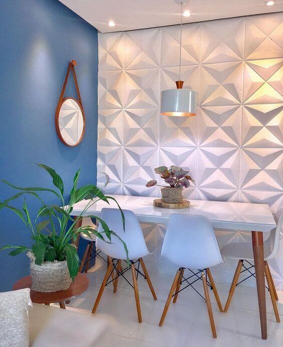Sala de jantar azul e branca com porcelanato branco 3D