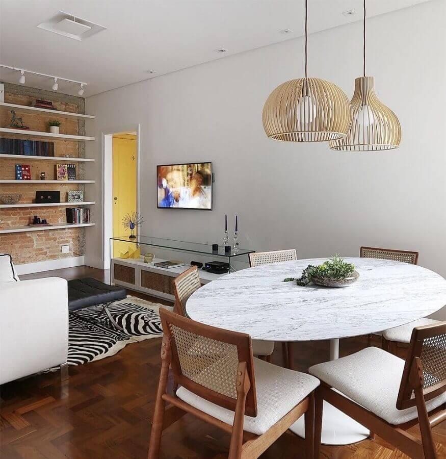 sala de jantar apartamento decorado com mesa redonda e cadeiras de madeira Foto Architecture Art Designs
