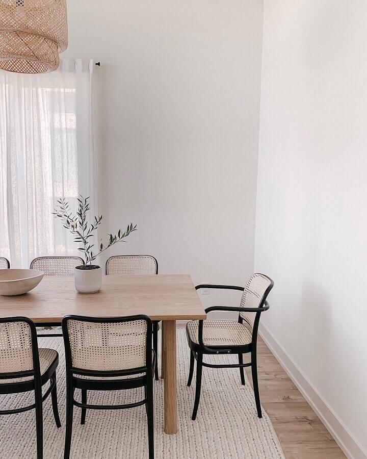 sala de jantar clean decorada com cadeira de jantar com palha Foto Pinterest