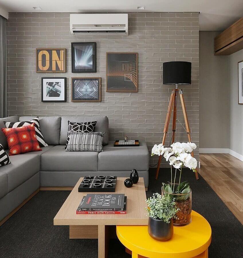 tons de cinza para decoração de sala de apartamento com sofá de canto Foto Jeito de Casa