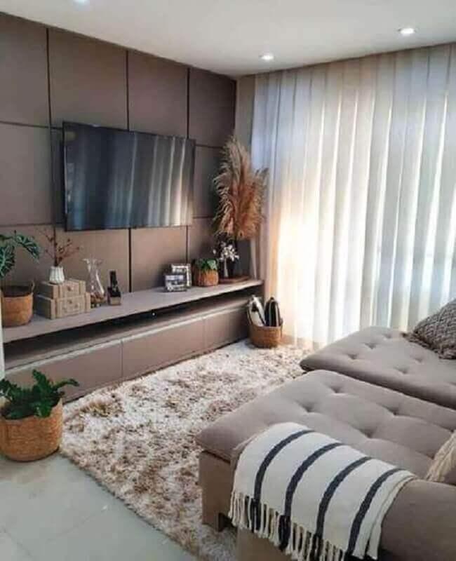 vasos de plantas para decoração de sala de apartamento com tapete felpudo Foto Jeito de Casa