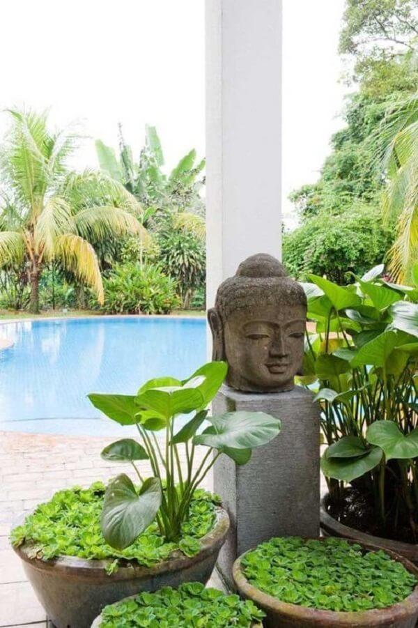 Área externa zen com elementos da decoração indiana. Fonte: Pinterest